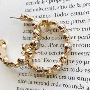 GOLD AND SILVER MEDIUM STATEMENT HOOPS
